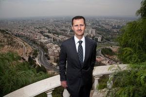 Depuis la terrasse du palais présidentiel qui domine la capitale Damas.