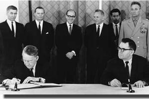 Signature du TNP en 1968.
