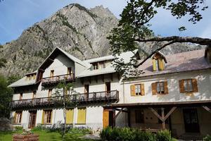 Au pied du mont Pelvoux, le Chalet-Hôtel d'Ailefroide