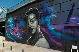 L'œuvre du street artist Batsh inspirée des portraits des studios Harcourt.