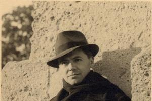 Jean Moulin au Peyrou pris en photo par son ami Marcel Bernard.