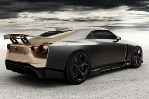 Sous cet angle, la GT-R50 pourrait être une version néorétro de la Skyline BNR34 GT-R.