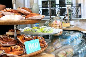 Le Café Hej! propose différents encas. suédois.