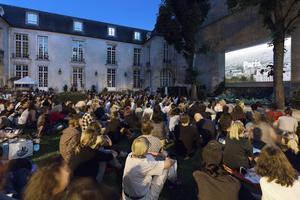 Cinéma en plein air dans le jardin de l'Institut suédois