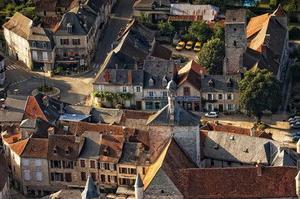 Les toits de la cité médiévale de Martel