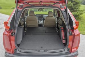 Le nouveau CR-V voit sa longueur de chargement portée à 1830 mm en configuration 2 places.