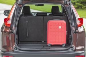 La configuration 7 places permet de loger deux bagages cabine debout.