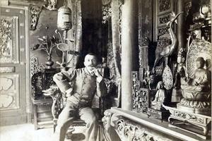 Pierre Loti dans la «Pagode japonaise» en 1893.