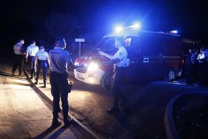 Les secouristes recherchent les personnes portées disparues.