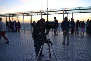 Observez les étoiles depuis la terrasse panoramique de la Tour Montparnasse (XVe).