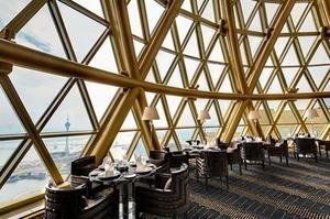 Robuchon au Dôme offre une vue à 360° sur Macao.