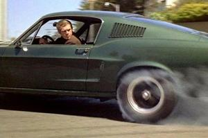 Steve McQueen au volant de sa Ford Mustang dans «Bullitt».