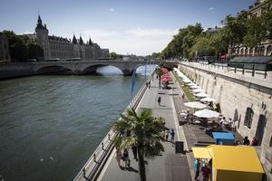 Paris Plages compte deux sites, le bassin de la Vilette et le parc Rives de Seine (ici sur la photo).