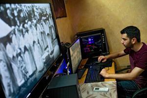 Comme tous les jeunes de son âge, Abood Cohen, 23ans, est fan de séries télé, de jeux vidéo et des nouvelles technologies. Il s'occupe de mettre à jour le site dédié à la culture samaritaine.