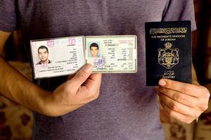 Les Samaritains sont les seuls à pouvoir se déplacer aussi librement entre Israël et la Palestine. Ils disposent d'une carte d'identité de chacun des deux États et bénéficient d'un passeport jordanien pour voyager à l'international.