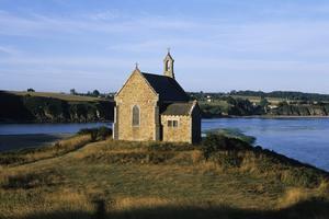 La chapelle Saint-Maurice, nichée dans la baie de Saint-Brieuc, l'une des plus belles du littoral français.