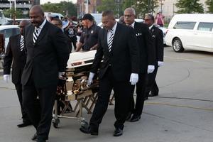 Le cercueil d'Aretha Franklin a été déposé mardi au musée Charles H. Wright de Détroit.
