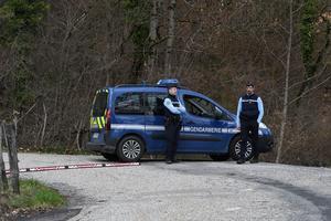 Le 29 mars, les enquêteurs emmènent Nordahl Lelandais sur le sentier où ont été retrouvés des restes de crâne d'Arthur Noyer.