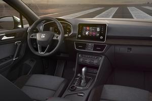 Le poste de conduite affiche une ergonomie typique des productions du groupe Volkswagen.