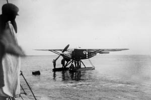 L'hydravion Latécoère Laté 28-3 «Comte de la Vault» de Jean Mermoz (1901-1936) à Saint-Louis du Sénégal 13 mai 1930.