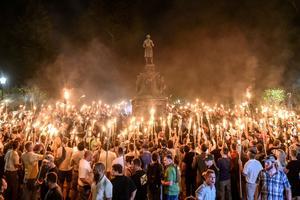 La marche aux flambeaux organisée par les suprémacistes blancs le 11 août 2017.
