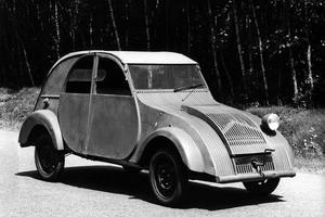 La première 2CV en 1939 possède un unique phare.