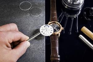 La montre Hybrid dotée de deux mouvements, l'un mécanique traditionnel et l'autre connecté.