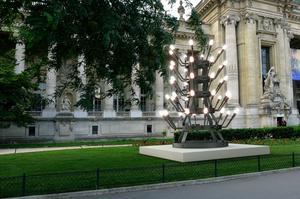 Stefan Nikolaev, <i> Rien ne va plus, </i>devant le Petit Palais (VIIIe).