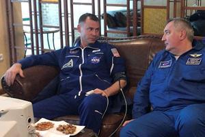 L'Américain Nick Hague (à gauche), l'un des deux cosmonautes qui a dû être éjecté de Soyouz.