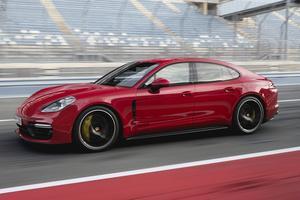 Les performances sont dignes d'un coupé sportif avec un 0 à 100 km/h abattu en 4,1 secondes.