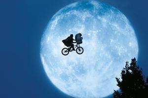 <i>E.T. l'extra-terrestre,</i>.