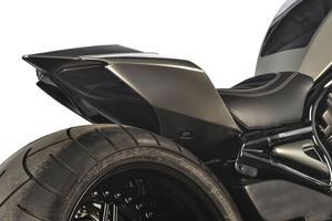 La coque et les feux arrière proviennent de la Ducati Panigale.