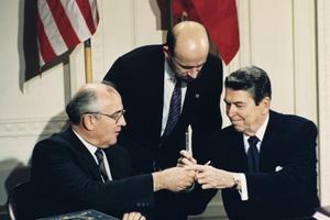 Gorbatchev et Reagan en 1987.