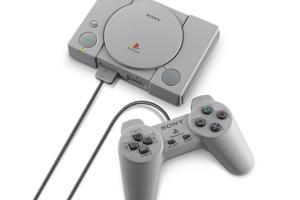 La PlayStation Classic et sa manette d'origine.