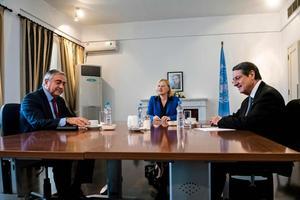 Mustafa Akinci (à gauche) et Nicos Anastasiades (à droite) lors de la réunion du 26 octobre.