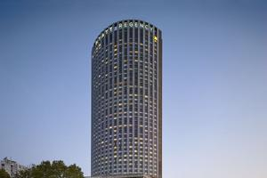 Au 34e étage, à 140 mètres de hauteur, le bar offre la plus belle vue sur Paris. <br/>