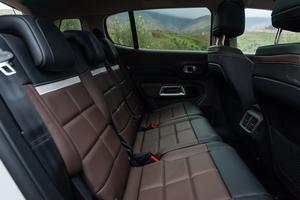 À l'arrière, le C5 Aircross dispose de trois sièges identiques et individuels.