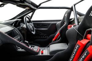 Les deux voitures sont conformes à la réglementation imposée par la FIA.