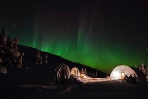 Au Canada, la magie d'une aurore boréale parachève une belle journée de glisse.