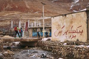 Dans les Zagros en Iran, les skieurs progressent de village en village.