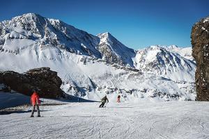 Le domaine skiable de Val-Cenis serpente au cœur de la Haute Maurienne.