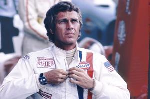 Steve McQueen, en 1971, dans le film Le Mans hisse en haut de l'affiche la montre Monaco, née deux ans plus tôt.