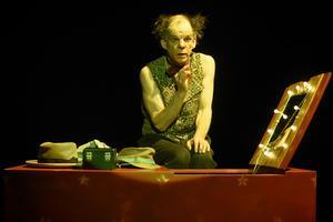 Denis Lavant est comédien jusqu'au bout des ongles.