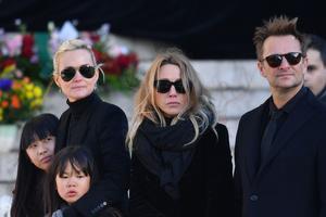 Jade, Joy, Laeticia Hallyday, Laura Smet et David Hallyday lors de l'hommage populaire à Johnny le 9 décembre 2017.
