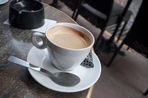 Le café est emprunté au turc qahve et à l'arabe qahwa.