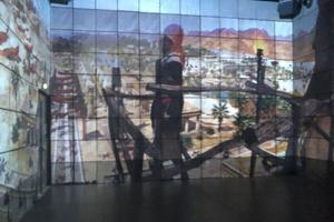 À 360°, l'action se déroule sur les quatre murs. L'Assassin prend la pose avant son saut de la foi.