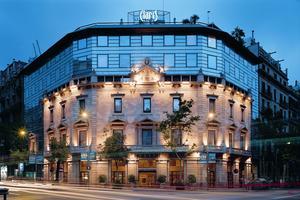 Façace du Claris, membre de la luxueuse chaîne Derby Hotel, créée par le mécène et collectionneur Jordi Clos