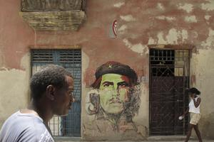 Dans les rues de La Havane, des rappels incessants à la révolution cubaine.