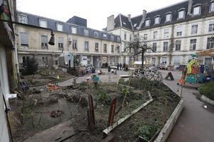 Les Grands Voisins, association solidaire avenue Denfert-Rochereau (XIVe).
