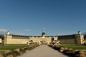 Le château de Karlsruhe de style baroque.
